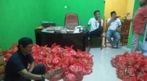 IKA SMPN Bontonompo Gowa Bagikan Ratusan Paket Sembako